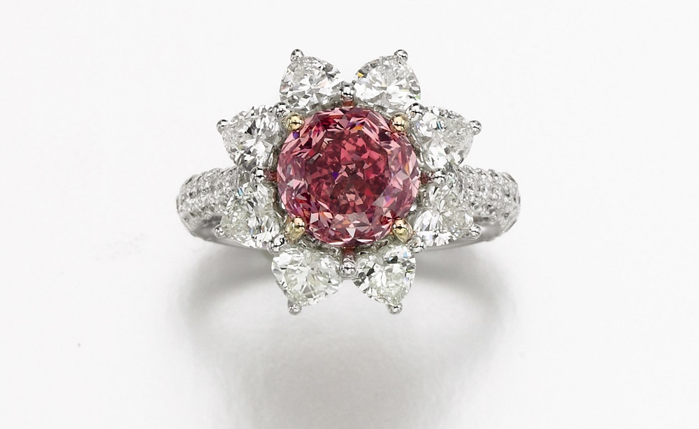 A fancy intense purplish pink 8.52ct diamond ring sold also sold for a cool $6.275 million (£4.698m).