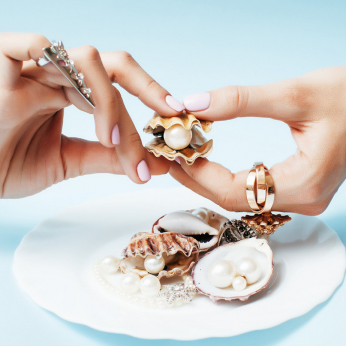 Light Akoya pearl jewel designs and baroque pearls are on-trend